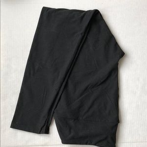 Black TC LuLaRoe leggings.  NWOT